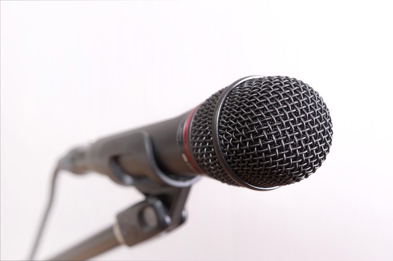 モスバーガー(CM2020)マンハッタンクラムチリロースカツを食べる女性(歌手)誰?